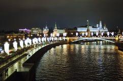Взгляд ночи украшений Москвы Кремля и рождества и Нового Года 2018 Стоковые Изображения RF