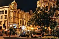 Взгляд ночи улицы Obispo Codina Традиционные здания ol Стоковое Изображение RF