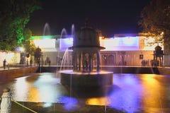 Взгляд ночи фонтана, ki Бари saheliyon, udaipur, Раджастхана, Индии стоковые изображения rf