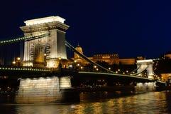 взгляд ночи budapest моста цепной Стоковое Изображение