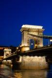 взгляд ночи budapest цепной Венгрии моста Стоковое Изображение