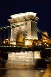 взгляд ночи budapest цепной Венгрии моста Стоковая Фотография