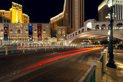 Взгляд ночи Las Vegas около казино Venetian Стоковое Фото