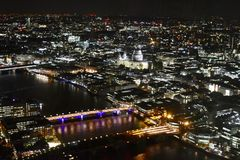 Взгляд ночного неба взгляда Лондона стоковые изображения