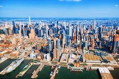 Взгляд Нью-Йорка и Манхаттан от ` s птицы наблюдают взгляд Стоковая Фотография RF