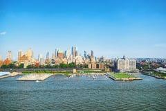 Взгляд Нью-Йорка и Манхаттан от ` s птицы наблюдают взгляд Стоковые Изображения RF