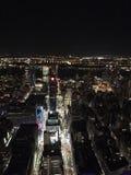 Взгляд Нью-Йорка на nighttime стоковые изображения rf