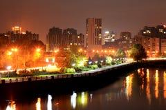Взгляд обваловки города Dnipro на ноче Стоковые Изображения