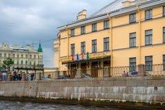 Взгляд обваловки реки Fontanka и большой Санкт-Петербург заявляют цирк Стоковые Фотографии RF