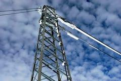 Взгляд обозревая высоковольтной башни передачи под a Стоковые Изображения RF