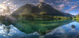 Взгляд озера в баварских Альпах, Германии Hintersee Стоковые Изображения RF
