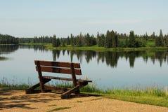 взгляд озера стенда стоковое изображение