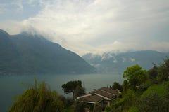 Взгляд озера Como, Италии стоковое изображение rf