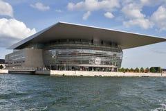 взгляд оперы дома copenhagen канала Стоковое Изображение