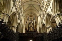 Взгляд органа и клироса внутренний монастырской церкви от клироса, Beverley Beverely, восточного катания Йоркшира, Великобритании стоковая фотография