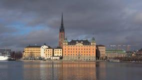 Взгляд острова рыцаря, день в марте Старый Стокгольм, Швеция акции видеоматериалы