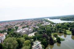 Взгляд от башни гражданской залы на море и природе hannover Германии стоковые изображения