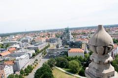 Взгляд от башни гражданской залы на построенной структуре hannover Германии стоковые изображения