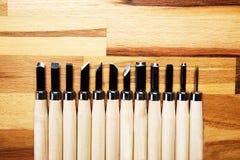 Взгляд от верхней части, комплекта различных инструментов для резать изделия из древесины Стоковое Изображение RF