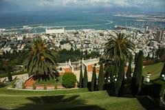 Взгляд от верхней части на садах Bahai и городе Хайфы Стоковые Изображения RF