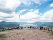 Взгляд от верхней части холма смотря на озеро, озеро Takengon Lut Tawar, Ачех, Индонезию Стоковое Фото