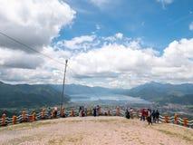 Взгляд от верхней части холма смотря на озеро, озеро Takengon Lut Tawar, Индонезию Стоковые Изображения RF