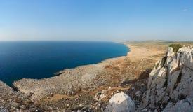Взгляд от вершины накидки Greco к seashore Ayia Napa Стоковое Изображение