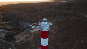 Взгляд от высоты маяка Faro de Rasca на Тенерифе, Канарских островах, Испании Одичалое побережье Атлантики сток-видео