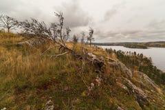 Взгляд от горы на озере осени Стоковые Фотографии RF