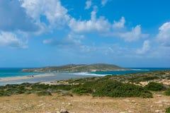 Взгляд от горы на пляже змея Prasonisi стоковые фотографии rf
