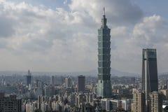 Взгляд от горы слона на горизонте Тайбэя, Тайваня Стоковое Изображение RF