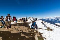 Взгляд от горы Niederhorn Beatenber в Швейцарии Стоковое Изображение