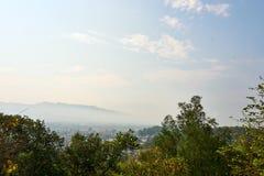Взгляд от Дьен Бьен Фу, Вьетнама - 25-ое апреля 2019: Сражение статуи победы Дьен Бьен Фу на D1 холме Вьетнам стоковые фотографии rf