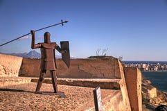 Взгляд от замка rbara ¡ Санты BÃ, Alacante, Испании, с Sclupture стоковые фото