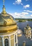 Взгляд от колокольни собора явления божества в направлении церков строба Преподобия Nilus Stolobensky стоковое изображение rf