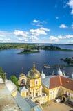 Взгляд от колокольни собора явления божества в направлении церков строба Преподобия Nilus Stolobensky стоковые фото