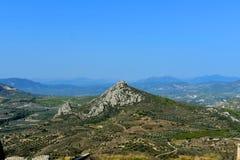 Взгляд от крепости Agrocorinth к Коринфу и горам стоковое изображение rf