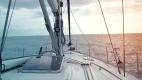 Взгляд от палубы яхты, стоя в открытом море Канарские острова tenerife акции видеоматериалы
