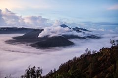 Взгляд от пункта восхода солнца близко к горе bromo Стоковое Изображение RF