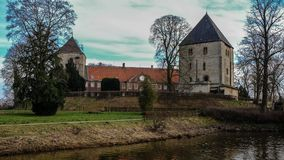 Взгляд от реки на ¼ ck Schloss Rheda - Rheda-WiedenbrÃ, tersloh ¼ Kreis GÃ, Nordrheinwestfalen, Deutschland/Германии Стоковое Фото
