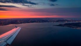 Взгляд от самолета пока приземляющся Стоковая Фотография RF