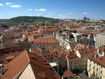 Взгляд от старой ратуши на замке Праги и Petrin Стоковое Изображение RF