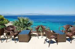 Взгляд от террасы на море бирюзы в Греции Стоковая Фотография