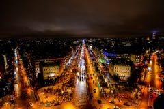 взгляд от Триумфальной Арки на ноче, изображении фото красивый панорамный взгляд города столичного жителя Парижа стоковые фотографии rf