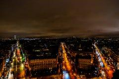 взгляд от Триумфальной Арки на ноче, изображении фото красивый панорамный взгляд города столичного жителя Парижа стоковые изображения rf