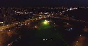 Взгляд от трутня толпы людей на концерте Стоковые Изображения RF