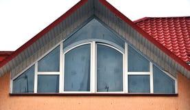 Взгляд от улицы на окнах металл-пластмассы Стоковое Изображение RF