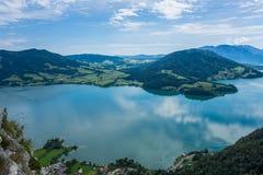 Взгляд от утеса Drachenwand на Mondsee и Attersee Через ferrata в зоне Halstatt, Австрия Стоковые Фотографии RF