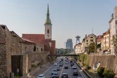 Взгляд от холма крепости Братиславы на Дунае стоковое изображение