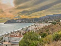 Взгляд от холма смотря океан и жирный холм стоковые фотографии rf